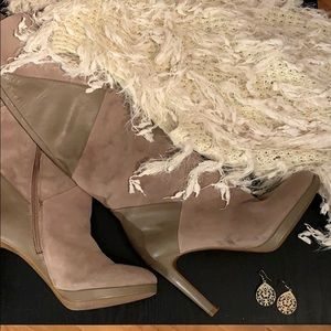 Taupe accessories vest and boots